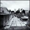 Frank Titze, Ulm/Germany - No. 4362 : Square 1:1 III - Tourists in Ruins - 640x640 Pixel - 334 kB