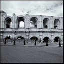 Frank Titze, Ulm/Germany - No. 4363 : Square 1:1 III - Tourists before Ruins - 640x640 Pixel - 315 kB