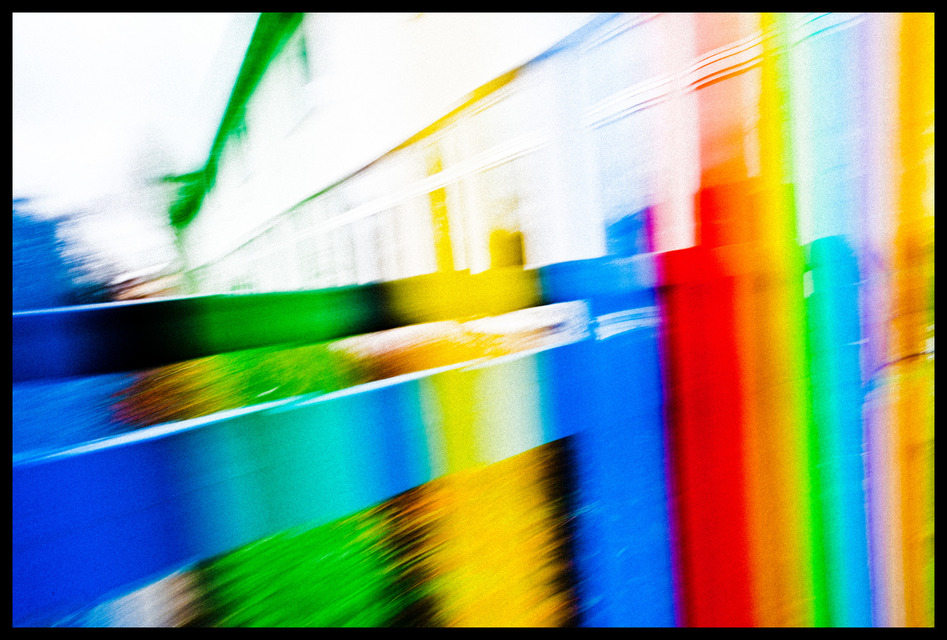Frank Titze, Ulm/Germany - No. 1024 : Others I - Colored Fence - 947x640 Pixel - 218 kB