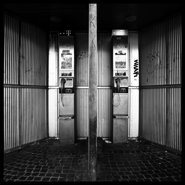Frank Titze, Ulm/Germany - No. 189 : Square 1:1 I - Phones - 640x640 Pixel - 114 kB