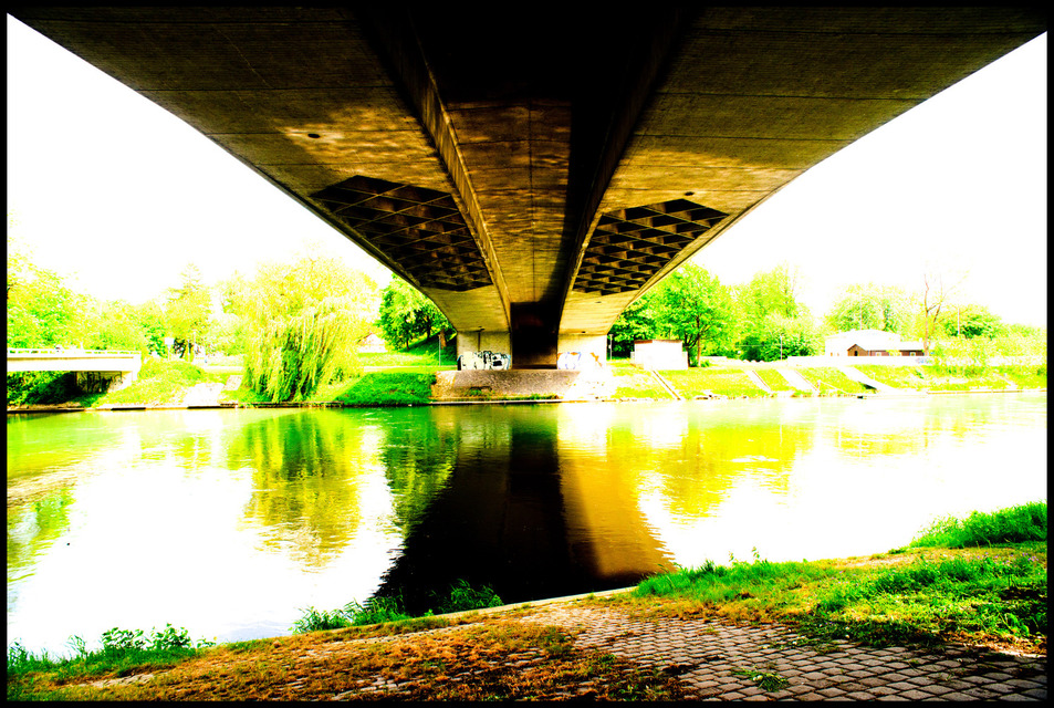 Frank Titze, Ulm/Germany - No. 199 : Others I - Light under the Bridge - 953x640 Pixel - 377 kB