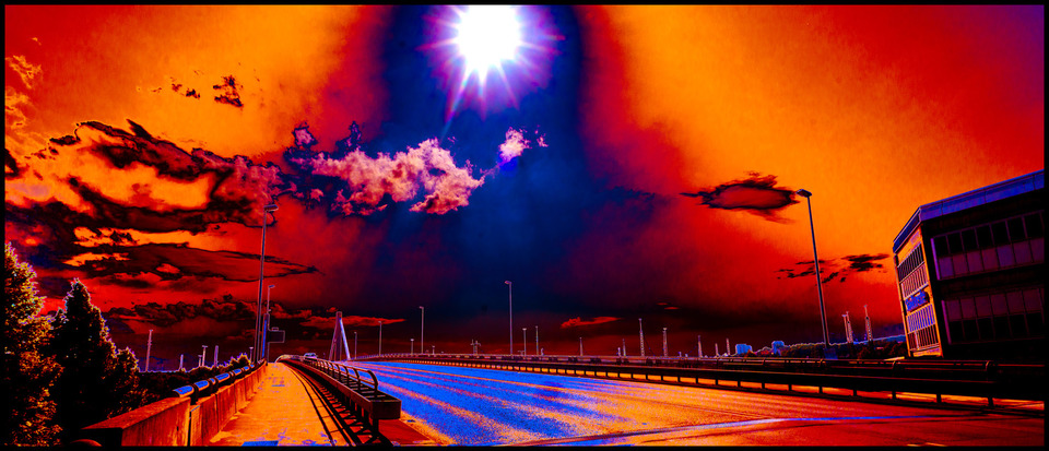 Frank Titze, Ulm/Germany - No. 216 : Ulm West - Sunburn - 960x413 Pixel - 212 kB
