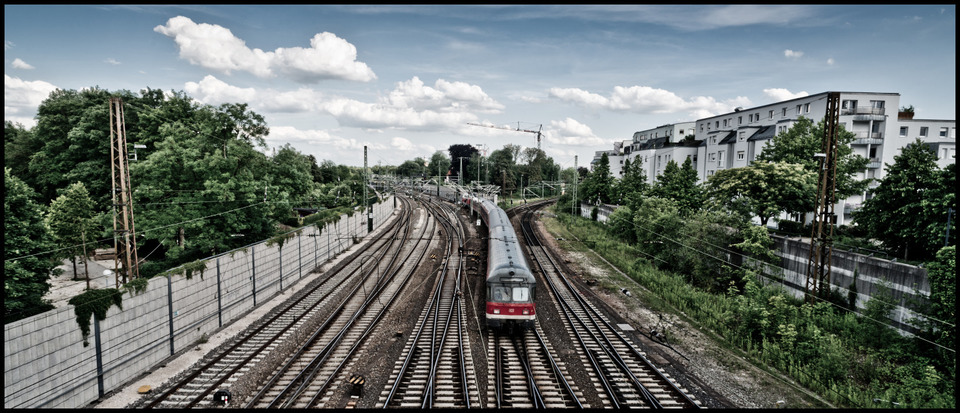 Frank Titze, Ulm/Germany - No. 266 : Ulm West - Arrival - 960x413 Pixel - 217 kB