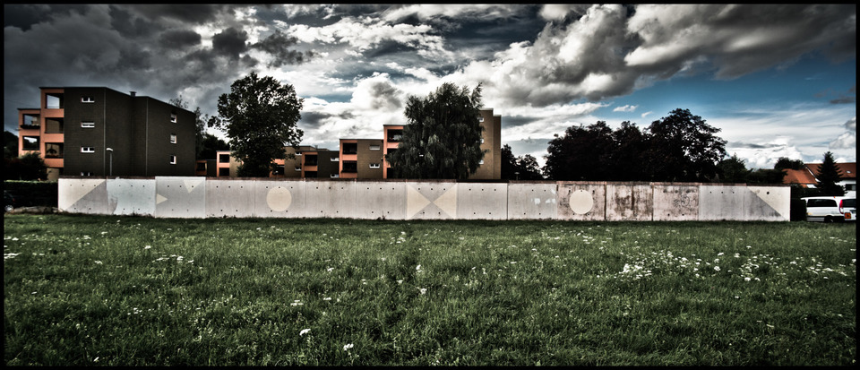 Frank Titze, Ulm/Germany - No. 311 : Others I - The Wall - 960x413 Pixel - 197 kB