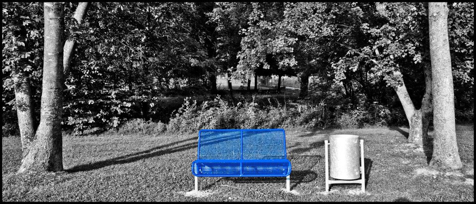Frank Titze, Ulm/Germany - No. 332 : Others I - Blue 2-Seat Bench - 960x413 Pixel - 246 kB