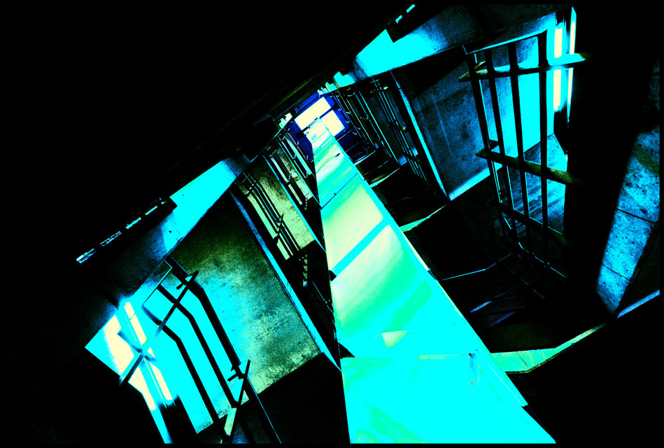 Frank Titze, Ulm/Germany - No. 370 : Places - Stairs - 949x640 Pixel - 237 kB