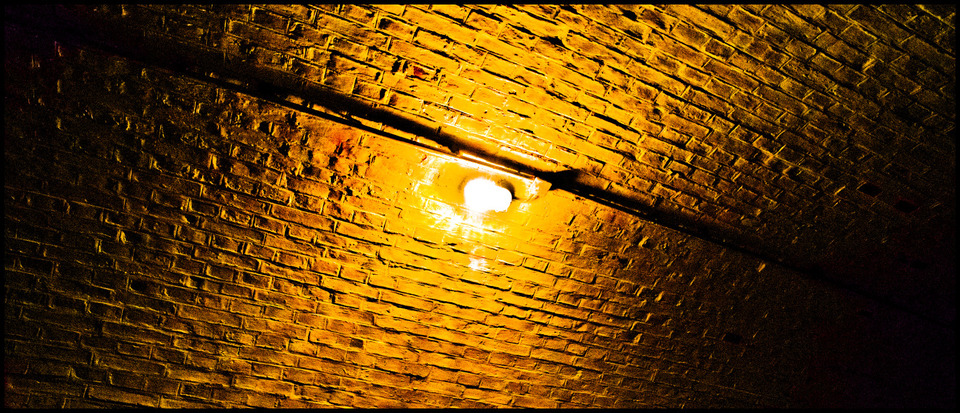 Frank Titze, Ulm/Germany - No. 529 : Fortress of Ulm - Lamp - 960x413 Pixel - 350 kB