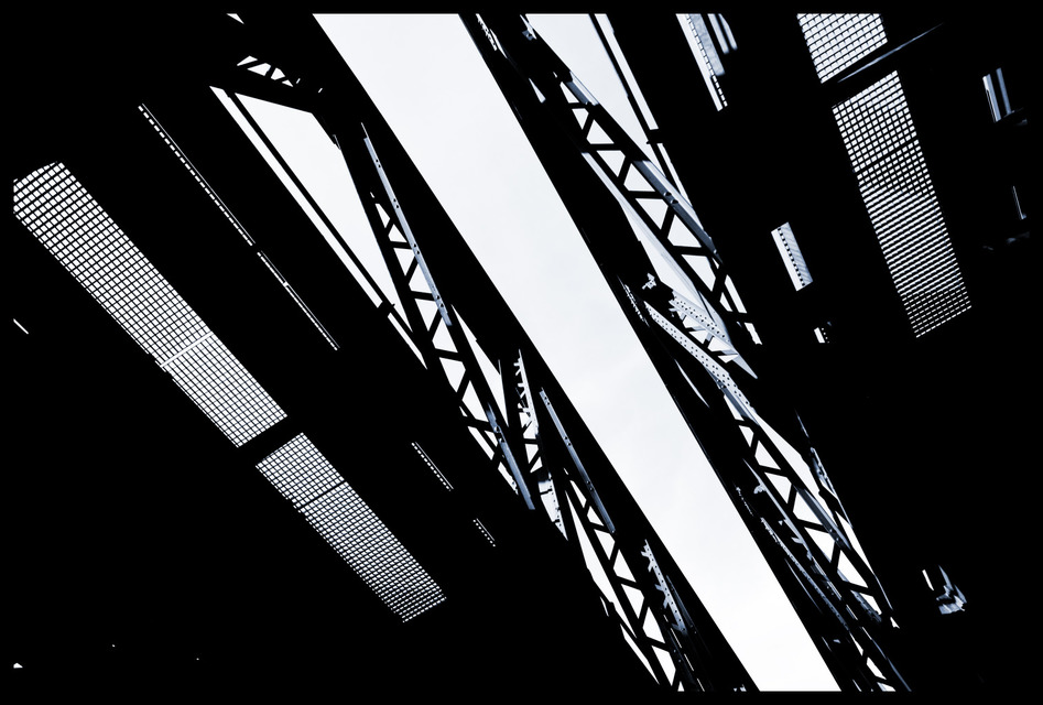 Frank Titze, Ulm/Germany - No. 586 : Others I - Down Under Bridge - 947x640 Pixel - 154 kB
