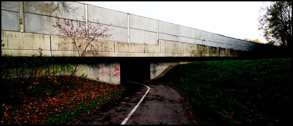 Frank Titze, Ulm/Germany - No. 697 : Places - Two Lanes to Hell - 960x413 Pixel - 202 kB