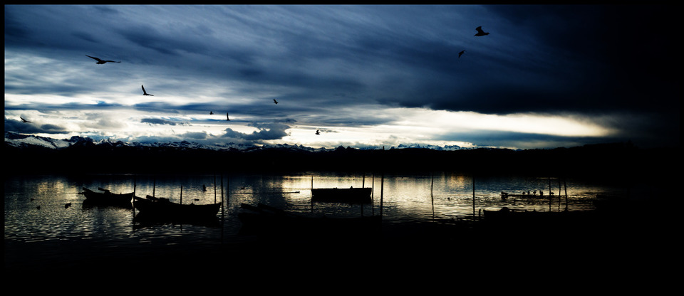 Frank Titze, Ulm/Germany - No. 712 : Places - Birds over Lake III - 960x416 Pixel - 98 kB