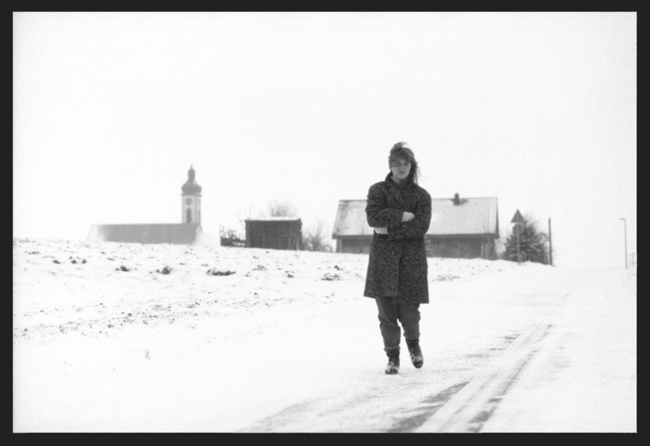 Frank Titze, Ulm/Germany - No. 76 : Woman K. - Leaving Village - 932x640 Pixel - 62 kB