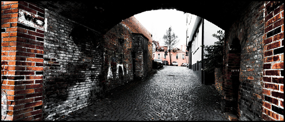 Frank Titze, Ulm/Germany - No. 761 : Ulm South - Side Gate - 960x413 Pixel - 234 kB
