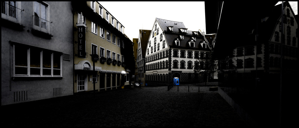 Frank Titze, Ulm/Germany - No. 769 : Ulm South - Blue WC - 960x413 Pixel - 109 kB