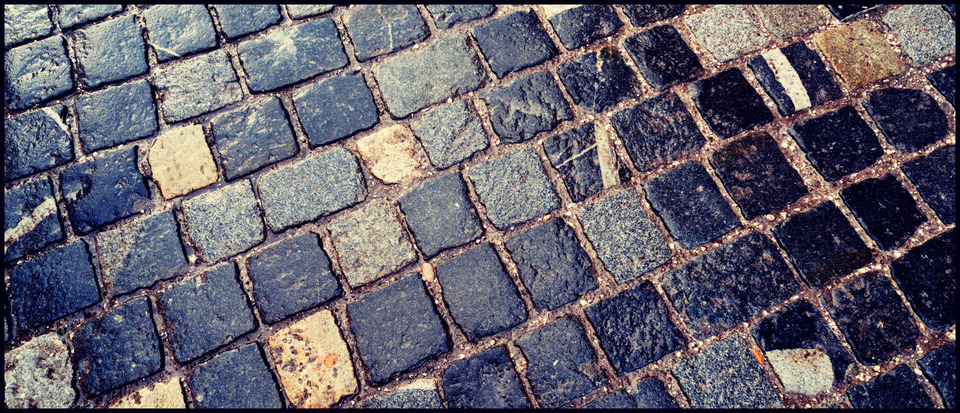 Frank Titze, Ulm/Germany - No. 825 : Others I - Wet Cobbles - 960x413 Pixel - 339 kB