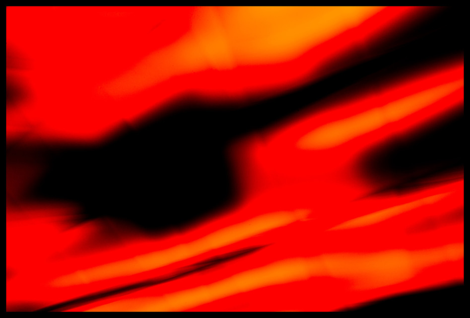 Frank Titze, Ulm/Germany - No. 833 : Reduced - Red Light Traces - 947x640 Pixel - 90 kB