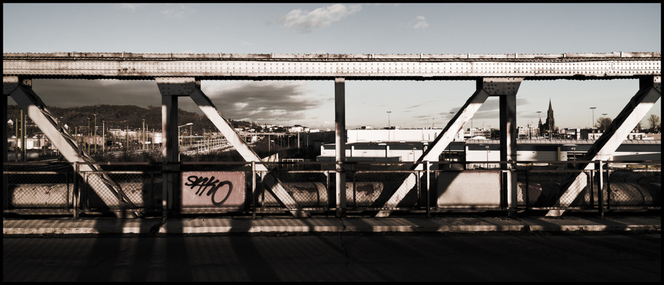 Frank Titze, Ulm/Germany - No. 873 : Ulm West - On the Bridge - 960x413 Pixel - 154 kB