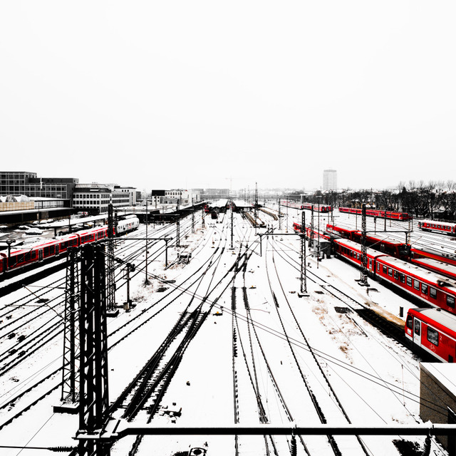 Frank Titze, Ulm/Germany - No. 908 : Ulm West - Red Trains IV - 640x640 Pixel - 165 kB
