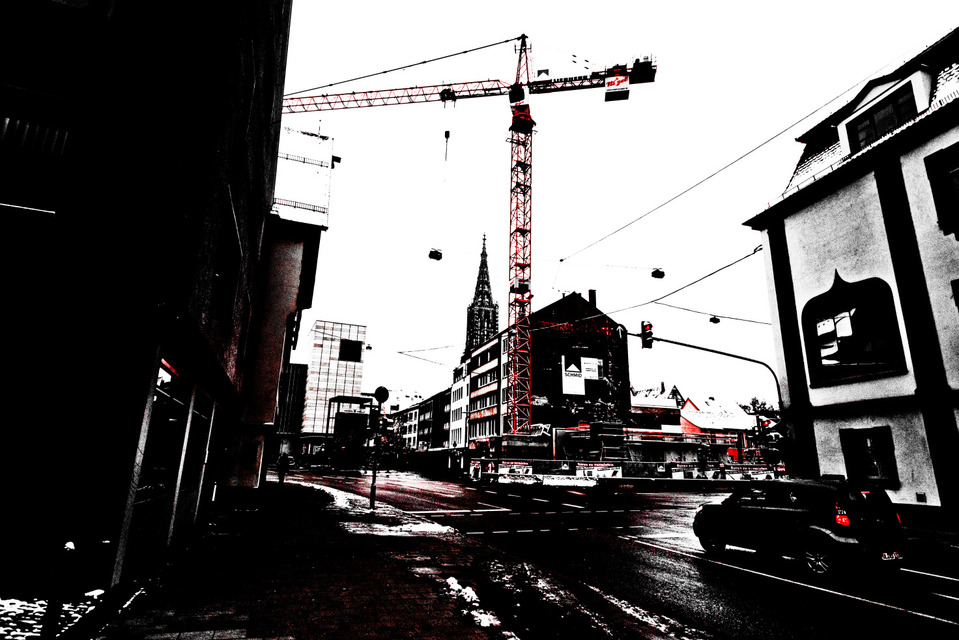 Frank Titze, Ulm/Germany - No. 913 : Ulm Minster - Red Crane - 959x640 Pixel - 190 kB
