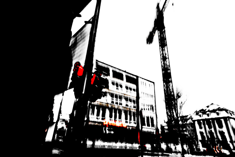 Frank Titze, Ulm/Germany - No. 922 : Ulm Center - Red Man Standing - 959x640 Pixel - 129 kB