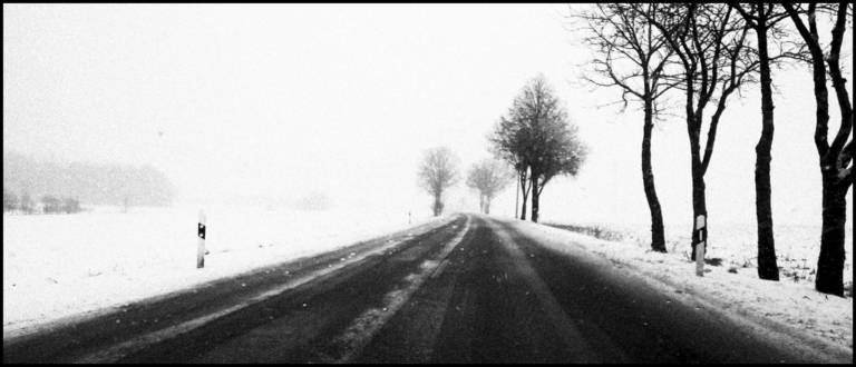 Frank Titze, Ulm/Germany - No. 1061 : Low-End Device - Winter Country Drive V - 960x413 Pixel - 234 kB