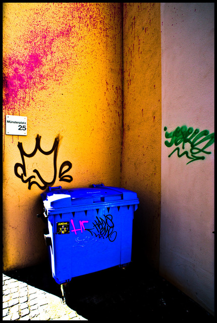 Frank Titze, Ulm/Germany - No. 148 : Ulm Center - Color on Wall - 430x640 Pixel - 173 kB