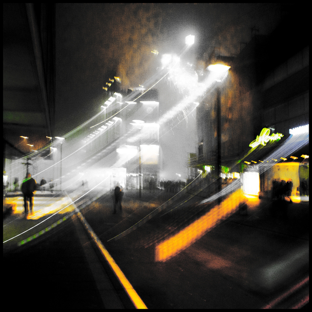 Frank Titze, Ulm/Germany - No. 2148 : Square 1:1 II - Night in Downtown - 640x640 Pixel - 337 kB