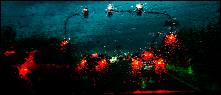 Frank Titze, Ulm/Germany - No. 2841 : Y 2015-02 - Red Lights - 960x415 Pixel - 443 kB