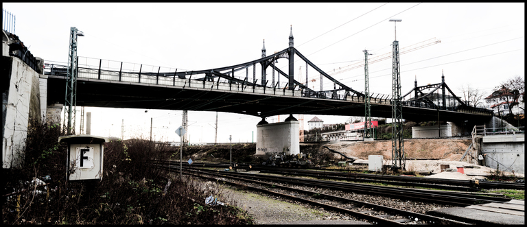 Frank Titze, Ulm/Germany - No. 3113 : Y 2015-05 - Below Bridge - 960x413 Pixel - 395 kB