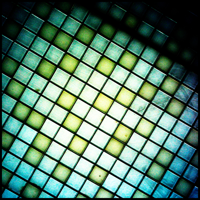 Frank Titze, Ulm/Germany - No. 3478 : Square 1:1 III - Chequered - 640x640 Pixel - 662 kB