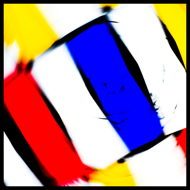 Frank Titze, Ulm/Germany - No. 3941 : Y 2016-03 - Red Blue Yellow on White III - 640x640 Pixel - 167 kB