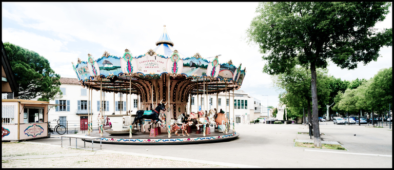Frank Titze, Ulm/Germany - No. 4343 : Y 2016-09 - Carrousel 1900 - 960x413 Pixel - 480 kB