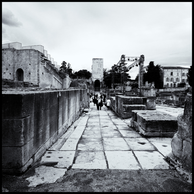 Frank Titze, Ulm/Germany - No. 4362 : Y 2016-09 - Tourists in Ruins - 640x640 Pixel - 334 kB
