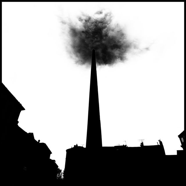 Frank Titze, Ulm/Germany - No. 4382 : Y 2016-09 - Cloud over Obelisk - 640x640 Pixel - 64 kB