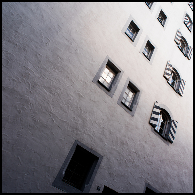 Frank Titze, Ulm/Germany - No. 5536 : Square 1:1 V - Ulm Building Wall - ImageWidth : --- xImageHeight : ---  Pixel - 323 kB