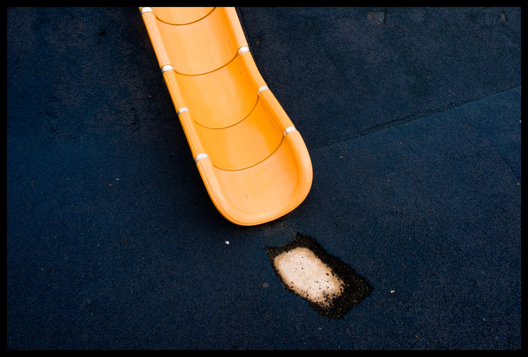 Frank Titze, Ulm/Germany - No. 5587 : Square 1:1 V - Exhausted Landing Zone - ImageWidth : --- xImageHeight : ---  Pixel - 764 kB