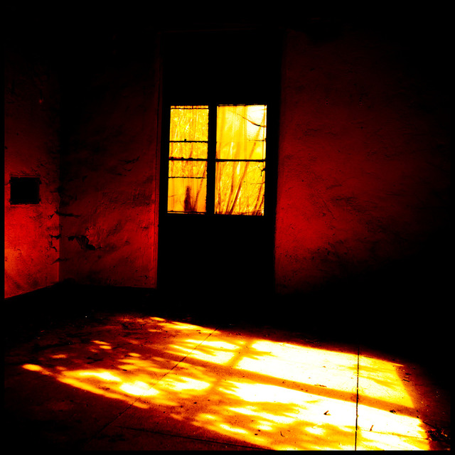 Frank Titze, Ulm/Germany - No. 646 : Y 2013-01 - Red Room - 640x640 Pixel - 135 kB