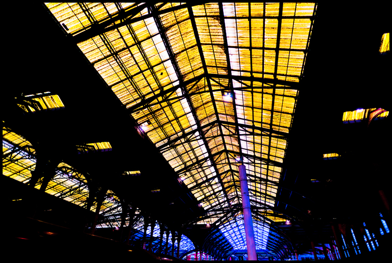 Frank Titze, Ulm/Germany - No. 6703 : Y 2019-05 - Yellow Glass Roof I - ImageWidth : --- xImageHeight : ---  Pixel - 728 kB